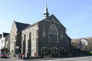 남부 웨일즈 스완지의 감리교회가 팔려서 이슬람 식당으로 변했다. 종탑위에 십자가 있던 자리가 선명하다.
