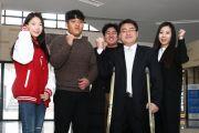 학생들과 함께한 박경순 교수(오른쪽에서 두 번째). ⓒ한남대 제공