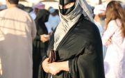 아라비아 반도의 오만 내륙에 살고 있는 무슬림 여성.