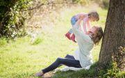 공원 어머니 소녀 엄마 어린이 유아 풍경 트리 임신 가족 재미 아기 자손 저출산