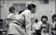 어머니의 기도 한국교회 초창기 무릎 엄마 갓난아기 업고 간절 6.25 전쟁