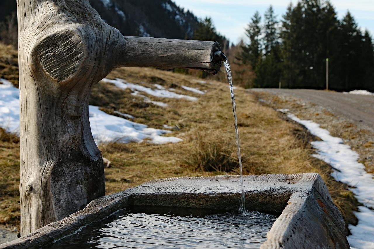 우물 한 방울 생수 구원 물줄기 청량