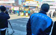 사랑제일교회 예배 현장 감시하는 서울시 공무원