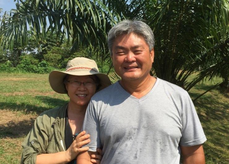 아마존강 상류에서 원주민 선교를 하고 있는 한원강 선교사 부부.