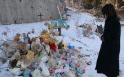 한 시민이 故 정인 양이 안치된 경기도 양평 안데르센 공원묘원을 방문해 추모하고 있다. ⓒ송길원 목사 페이스북