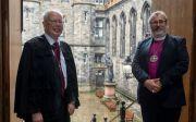 스코틀랜드 교회 윌러스 경(왼쪽)과 스코틀랜드 성공회 마크 스트레인지 감독장.