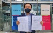 예자연 김영길 사무총장이 보도자료를 들어보이고 있다. ⓒ송경호 기자